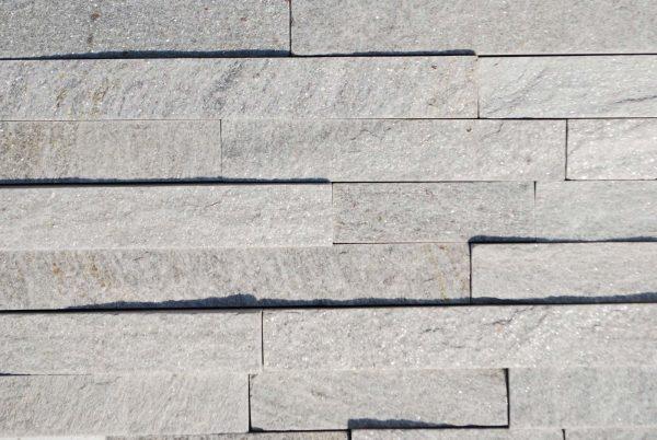 Svetlo-sivi-ukrasni-prirodni-kamen
